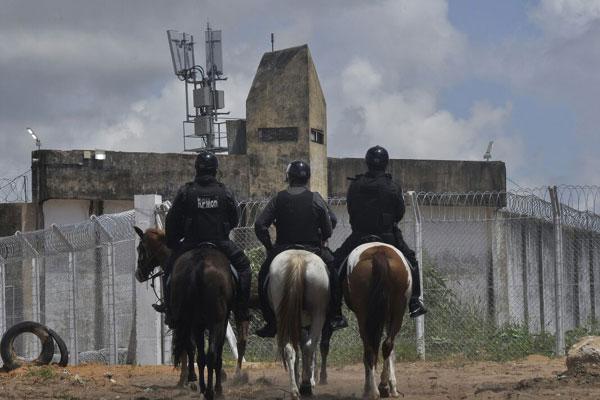 Agentes Penitenciários Federais realizaram a transferência dos presos, com apoio dos agentes estaduais
