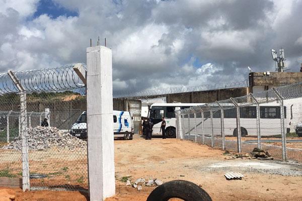 Ônibus levaram os presos transferidos ao Pavilhão 5
