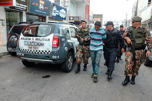 Criminoso foi preso após fazer mulher refém em loja na Cidade Alta