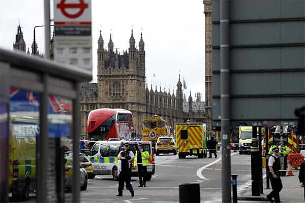 Imediações do Parlamento, em Londres: Policiamento foi reforçado na cidade. Segundo o Itamaraty, não há brasileiros entre as vítimas