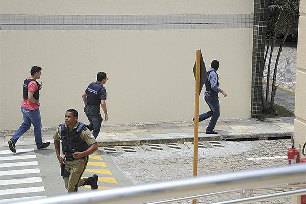 Após tiroteio, seguranças chegaram a correr atrás do atirador