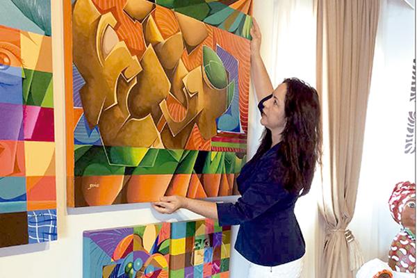 Empresária Eline Linhares fez contrato de um ano com artistas