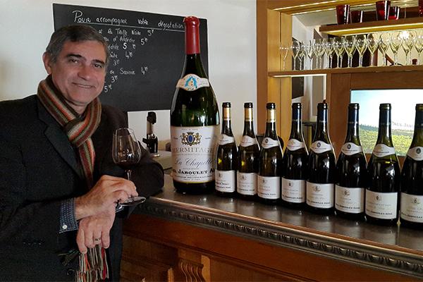 O colunista Gilvan Passos participou da degustação no balcão do Bar a Vin, em norte do Rhône