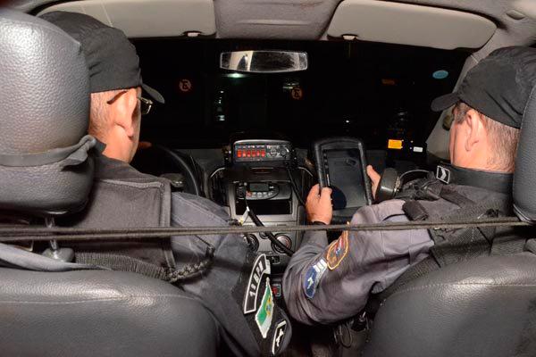 Com o Rota instalado nos tablets, as equipes das viaturas receberão os roteiros de policiamento e o tipo de operação que devem fazer