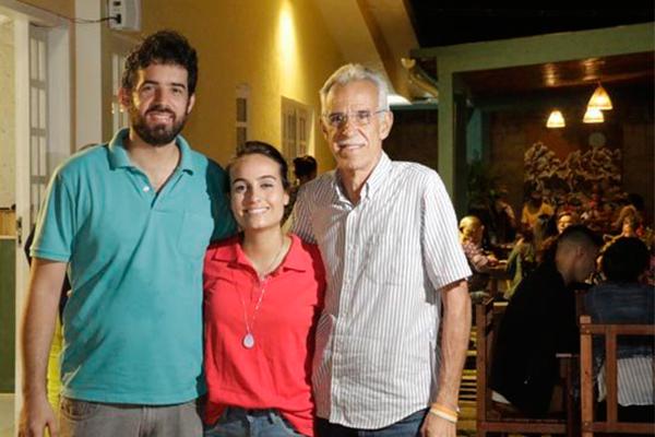 Auana e Marcílio Furtado, com o amigo consultor Tarcísio Flor