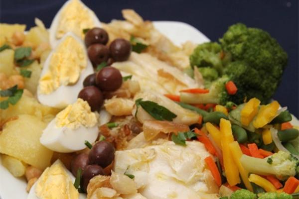 Bacalhau com legumes do Santa Maria é tradição no cardápio