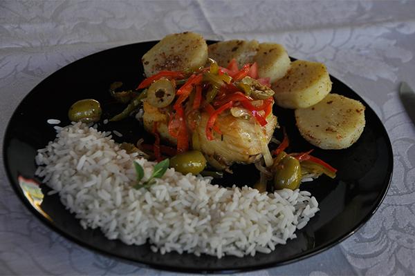 Bacalhau à lagareiro em serviço executivo é especialidade do almoço