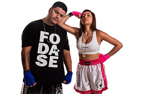 """Ídolos no Youtube, Dani Russo e Mítico Jovem se unem no show """"Duelo"""", uma sátira às famosas lutas de UFC"""