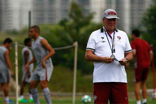 O técnico do Fluminense, Abel Braga está preocupado com a maratona de jogos da sua equipe
