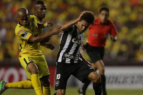Camilo desperdiçou um pênalti, mas Botafogo conseguiu reagir