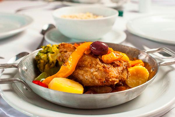 Quatro pratos selecionados para o festival, a preços competitivos, entre R$ 19 e 34,90: Bacalhau à moda do chef; Panelinha de cordeiro, bife de caçarola e Arroz de  rabada