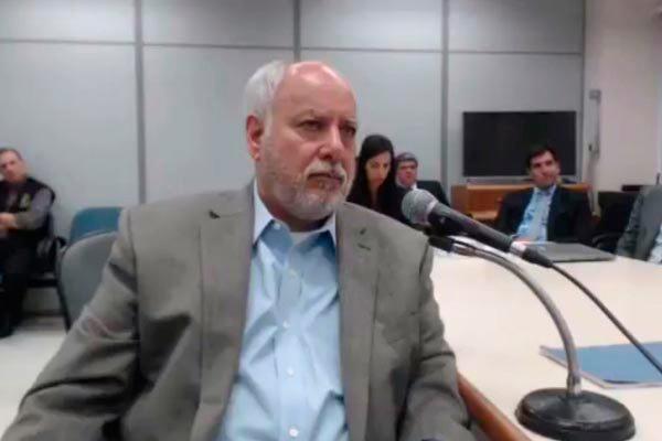 Ex-diretor da Petrobras, Renato Duque presta depoimento ao juiz Sérgio Moro e admite propina