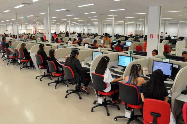 Total de demissões ainda supera o de contratações, mas não no setor de serviços: Área de telemarketing, por exemplo, contratou mais