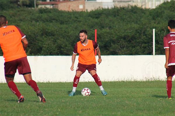 Saída do atacante Bruno Furlan deixa Leandro Campos com apenas duas opções para o ataque