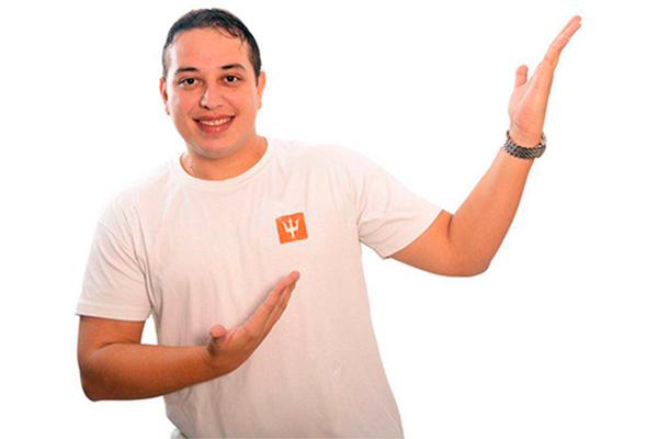 Paraibano Renan Andrade de Oliveira mistura histórias engraçadas de seu dia a dia na internet em espetáculo de stand up  Renan da Resenha