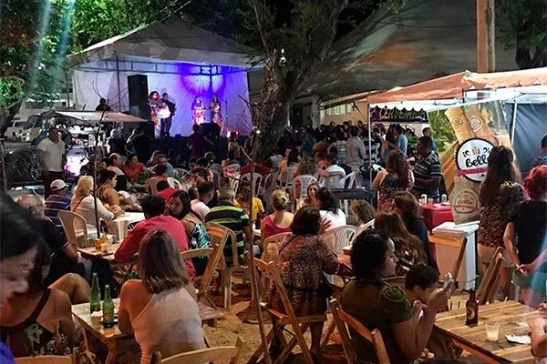 Feira de Artes de Petrópolis movimenta praça das Flores