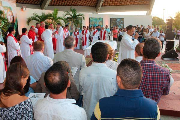 Dom Cláudio Hummes e Dom Raymundo Assis participaram de celebração, em Uruaçu