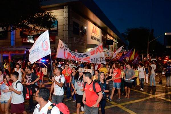 Militantes fizeram um protesto na avenida Salgado Filho