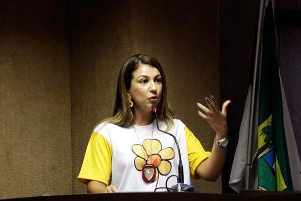 Delegada Dulcinéia Costa incentiva a formalização das denúncias