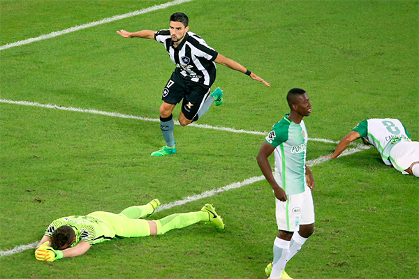 Rodrigo Pimpão marcou o gol que deu a vitória e garantiu a classificação do Alvinegro