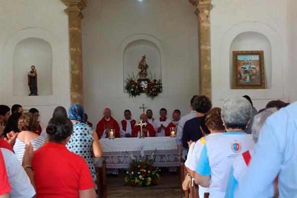 Os cardeais celebraram missa na Capela de N. Sra. das Candeias, lugar do martírio de julho de 1645, onde morreu padre André de Soveral