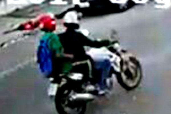 Bandidos fugiram em uma motocicleta