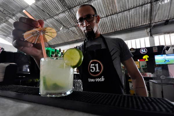 Tiago Maia tem dez anos trabalhando como barman e resolveu abrir o próprio negócio