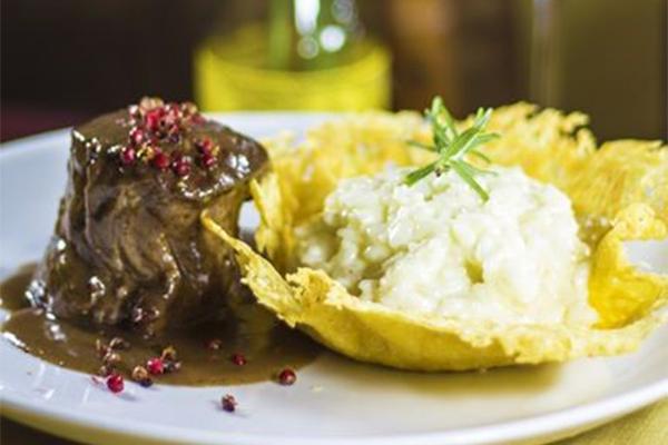 Filé três pimentas é a sugestão do chef Daniel Cavalcanti no jantar dos namorados do Cascudo