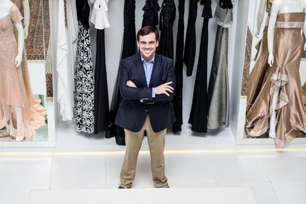 O estilista Sandro Barros, em visita a loja Guilhermina
