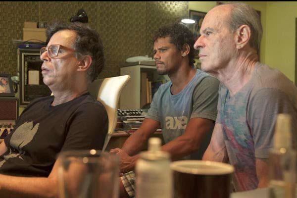 No estúdio com Rodrigo Campello e Ney Matogrosso: letras com sabor de mar e arranjos para violão