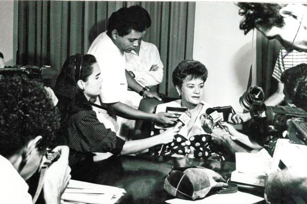 Wilma de Faria, durante o mandato de prefeita, concede entrevista no Palácio Felipe Camarão