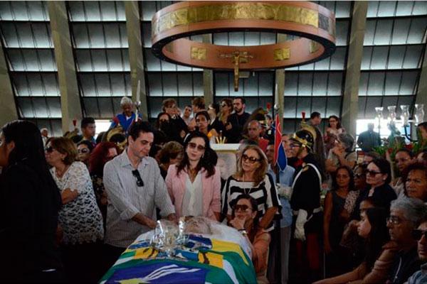 Velório da ex-prefeita e ex-governadora foi na Catedral