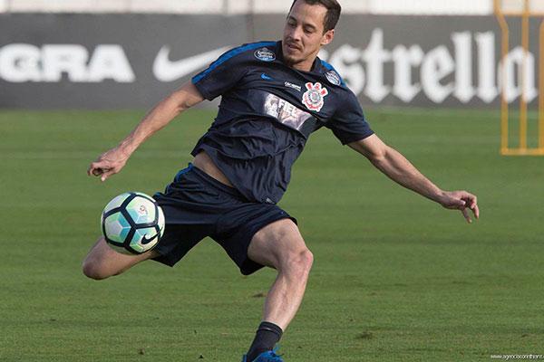 O meia potiguar Rodriguinho retornou ao Corinthians após servir à Seleção e já estará em campo