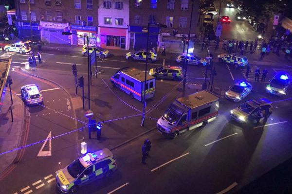 Atropelamento próximo a mesquita em Londres deixou uma pessoa morta e outras 10 feridas
