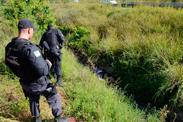 Corpo de Felipe Santos foi encontrado a 50 metros do local do crime, às margens da rodovia federal, próximo à comunidade Taborda