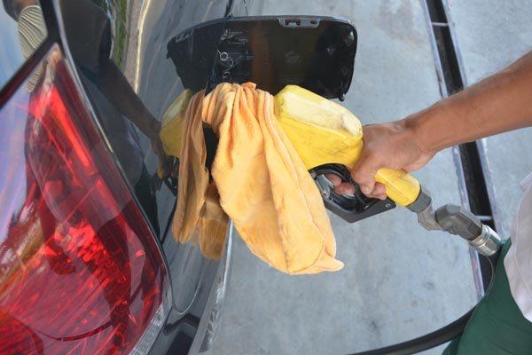 Ontem, a Petrobras também anunciou redução nos preços da gasolina e do diesel nas refinarias