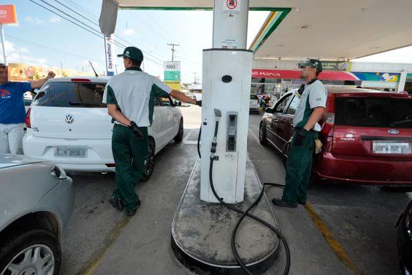 Na sexta, a petroleira havia anunciado queda de 4,8% no diesel e de 5,9% na gasolina nas refinarias