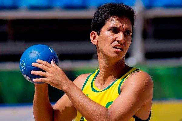 Bruno Carlos é jogador da Seleção Brasileira de Beach Handebol