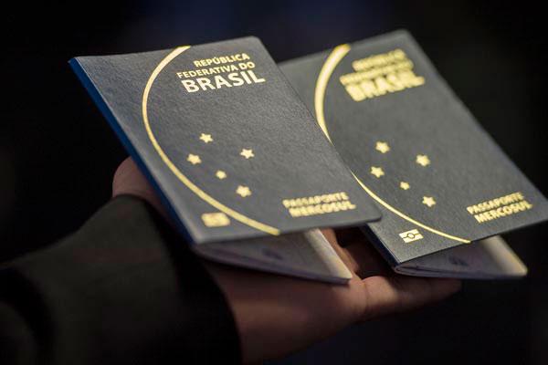 A emissão de passaportes foi suspensa em junho, por falta de verba: Há 175 mil documentos na fila