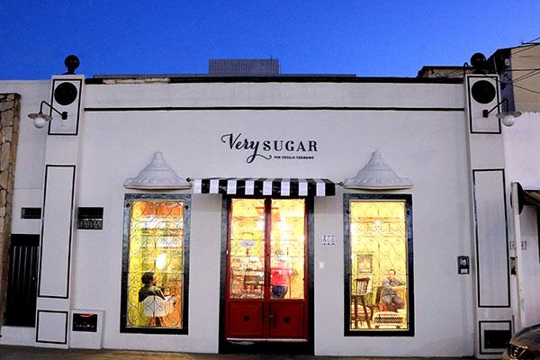 Very Sugar funciona numa rua aconchecante, apesar da vizinhança movimentada da av. Prudente de Morais