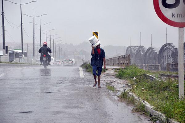 Em Natal, a última sexta-feira de julho foi de chuva forte, concentrada na parte da manhã