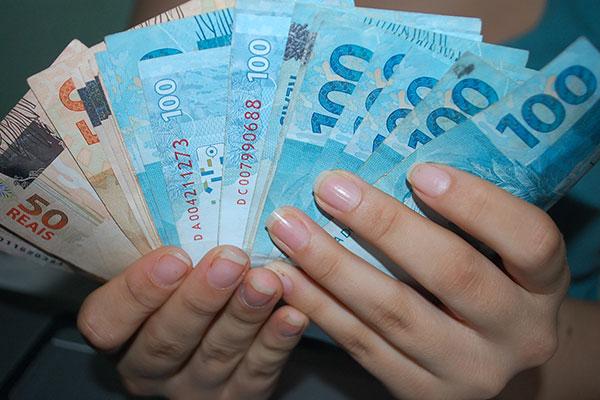 Pela proposta do Governo, serão pagos no dia 12 salários da Polícia Militar, Polícia Civil, Bombeiros e ITEP