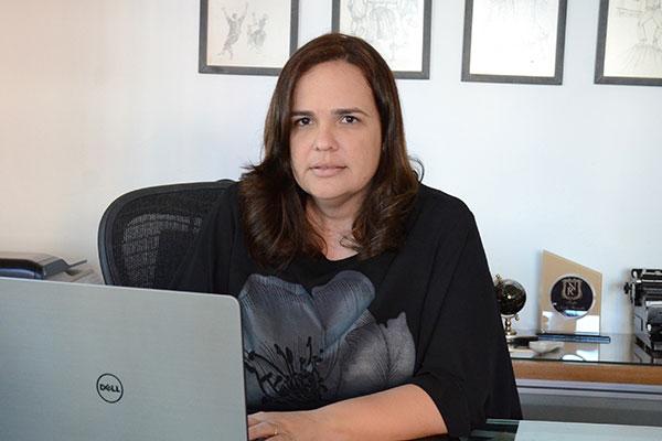 A diretora pedagógica do CEI Romualdo, Cristine Rosado destaca a possibilidade de muitas pessoas terem acesso a material de qualidade