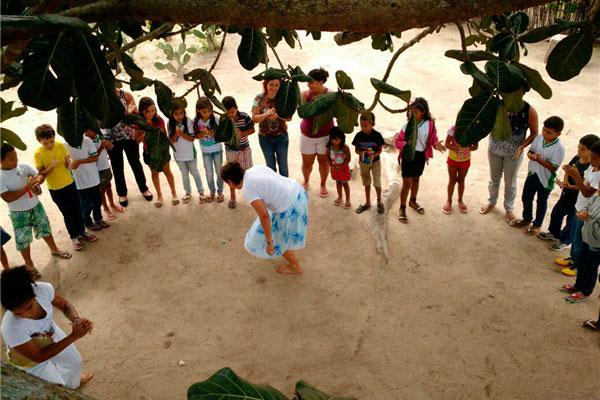 Em Jardim de Angicos, a equipe de trilheiros promove, através da dança e do esporte, o resgate da cultura