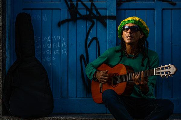 """Pedro Mendes revê o álbum """"Esquina do Continente (Foto: Ana Silva)"""