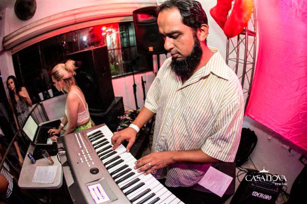 Zé Caxangá embala o salão do El Rock com ritmos calientes