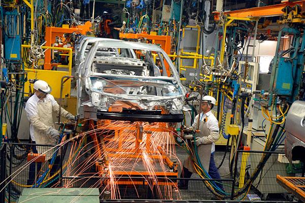 Finalmente, as fábricas de veículos instaladas no Brasil apresentaram números que expressam uma reação à crise que se abateu sobre o Brasil