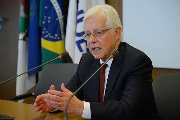 Moreira Franco defende as medidas adotadas pelo governo
