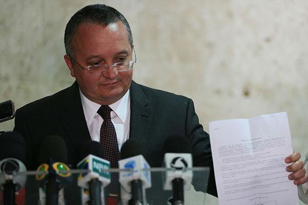 Pedro Taques negou que o ex-auxiliar tenha influência no governo