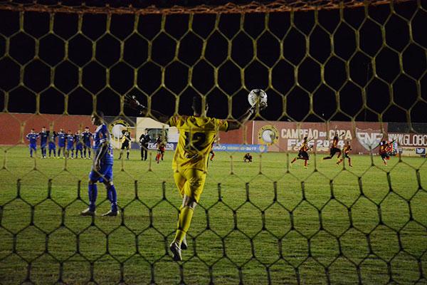 Goleiro defendeu dois pênaltis e deu o acesso do Globo FC à Série C